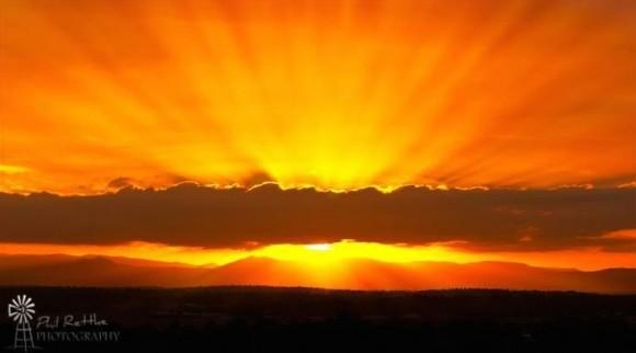 sunset-crepuscular-rays-December-2013-Phil-Rettke-Photography-e1417956345300.jpg