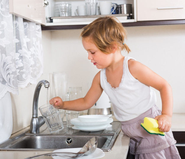 baby-girl-washing-dishes_1398-5169